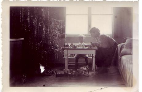 Oma Leni an Weihnachten circa 1931